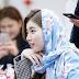 Bae Suzy Tampak Cantik Memakai Kerudung Pemberian Fans Indonesia
