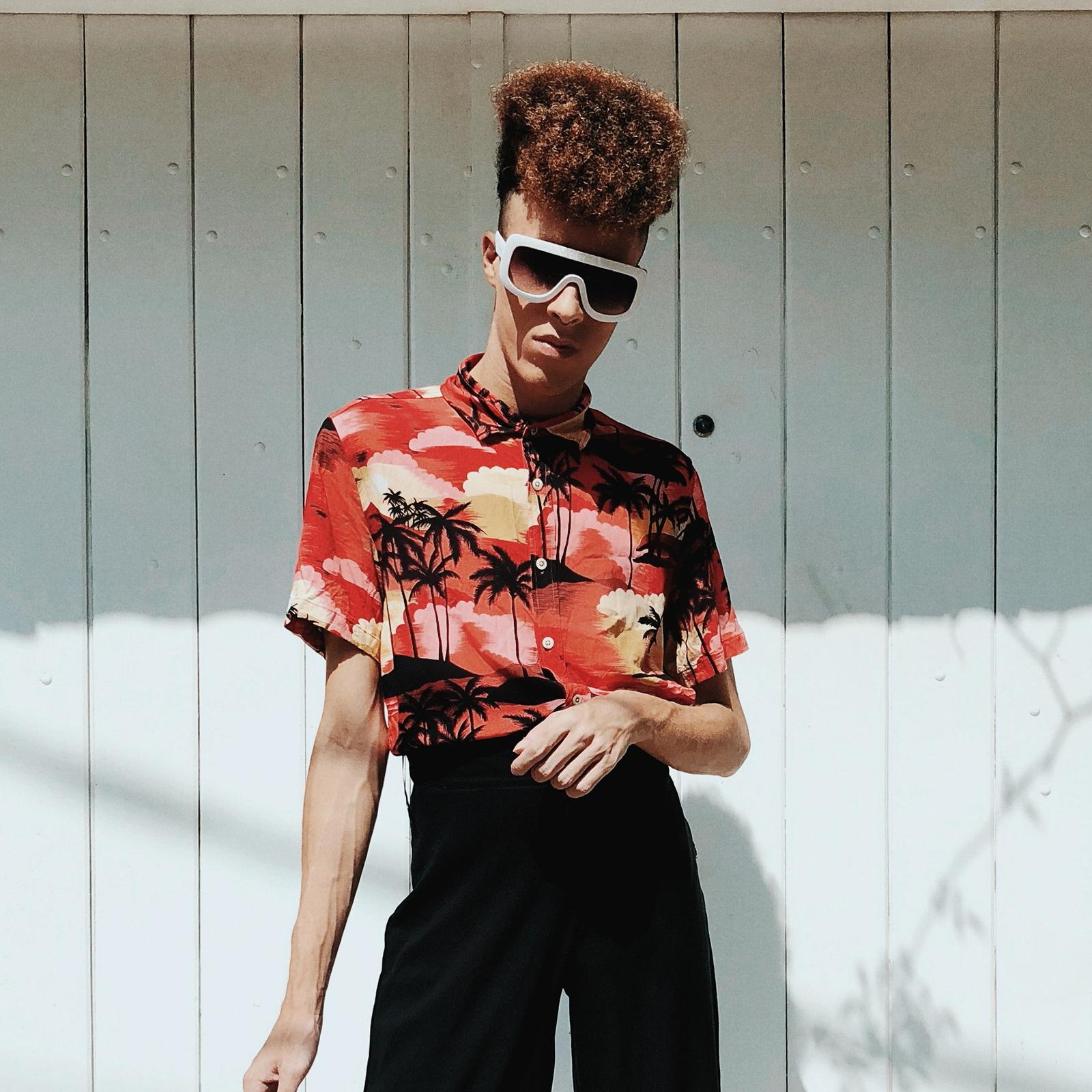 Palmtree Shirt, Óculos Mascara & Tênis Branco // LOOK #44