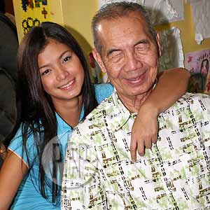 This Proves That Angel Locsin Isn't Just A Great Judge In PGT But Also A Good Daughter To Her Father