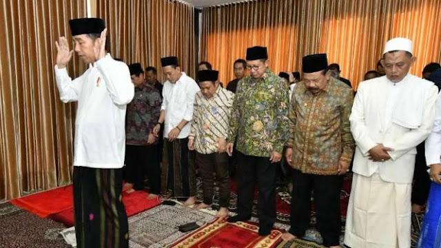 Kunjungi Jombang, Jokowi Jadi Imam Shalat di Ponpes Darul Ulum