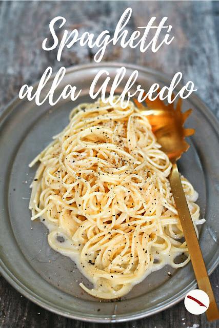 Originalrezept für Pasta Alfredo mit cremiger Sauce aus Butter und Parmesan | Arthurs Tochter kocht. Der Blog für Food, Wine, Travel & Love #foodblog #foodphotography #chicken #recipe #easy #homemade #nudeln #kinder #familie #spaghetti #italienisch #sauce #baked #squash #million_dollar #health #highfat #highcarb #nudeln #bolognese #original #arthurs_tochter