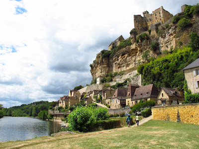 View from upstream on Beynac-et-Cazenac and Beynac Castle
