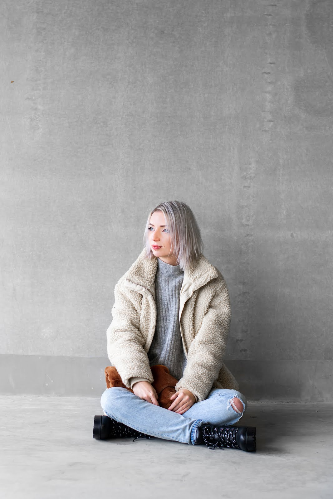 Teddy coat, h&m, fluffy, bag, fur, levi's 501 skinny, hiker boots, outfit, minimal, street style