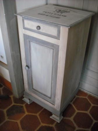 Cours peinture d corative meubles peints patin s relooking d 39 une petite - Table de nuit a peindre ...