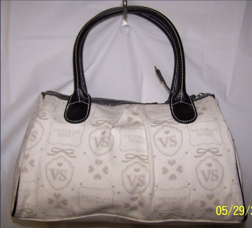 e8fa7c523a   SOLD OUT   VICTORIA S SECRET Handbag