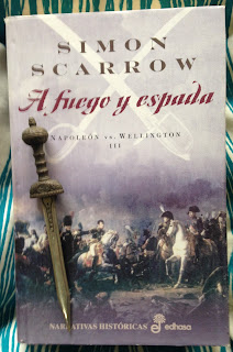 Portada del libro A fuego y espada, de Simon Scarrow
