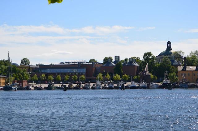 Stockholm: le musée d'art moderne sur l'île de Skeppsholmen aperçu de l'île de Djugarden
