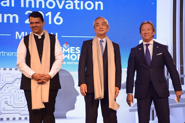 (L-R) Shri Devendra Fadnavis, Hon'ble Chief Minister of Maharashtra, His Excellency Mr. Kenji Hiramatsu, Ambassador of Japan to India, Mr. Kojin Nakakita, Managing Director, Hitachi India at the Hitachi Social Innovation Forum 2016