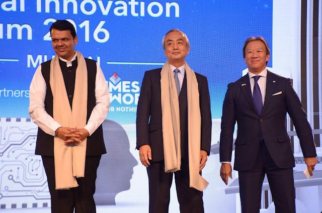 (L-R) Shri Devendra Fadnavis, Hon'ble Chief Minister of Maharashtra, His Excellency Mr. Kenji Hiramatsu, Ambassador of Japan to India, Mr. Kojin Nakakita, Managing Director, Hitachi India at the Hitachi Social Innovation Forum 2016