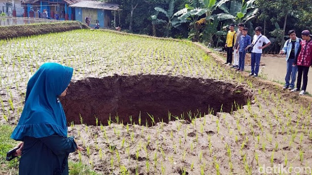 Teka Teki Seputar Terbentuknya Lubang Misterius di Sukabumi
