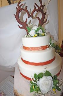Geweih-Herz Hochzeitstorte, Trachtenhochzeit in den Bergen von Bayern, Riessersee Hotel Garmisch-Partenkirchen, Wedding in Bavaria