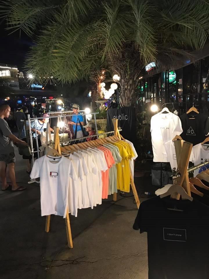 ขายอะไรดีตลาดนัด ขายเสื้อผ้าแฟชั่น