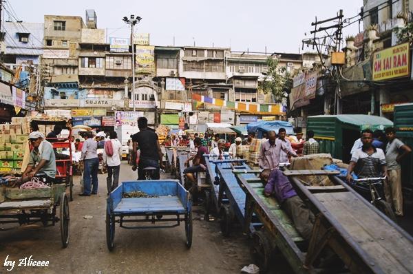Old-Delhi-Oameni-ce-dorm