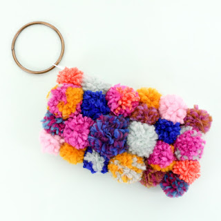 http://www.akailochiclife.com/2017/01/diy-it-pom-pom-clutch.html