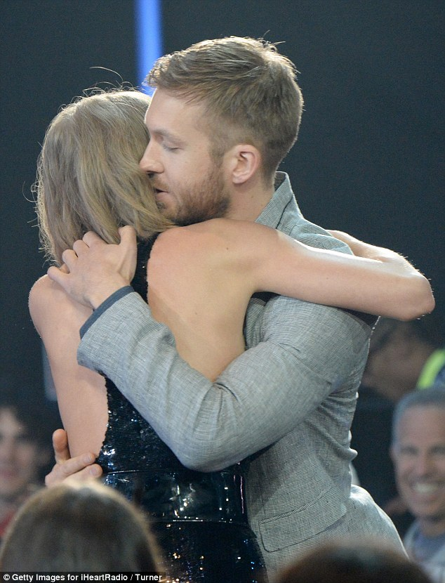 Taylor Swift hugs boyfriend Calvin Harris, credits him for Best Tour win