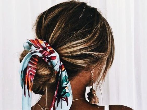 Lenço no cabelo: veja formas incríveis de como usar nesse verão