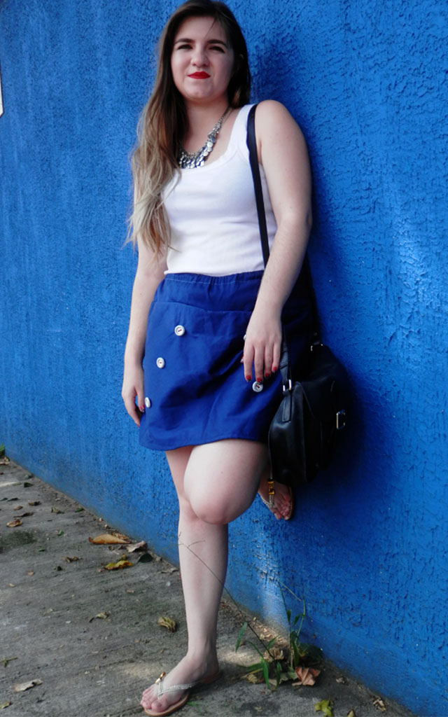 Look: Shorts saia com rasteirinha