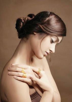 Ileana D'Cruz Gold Rings