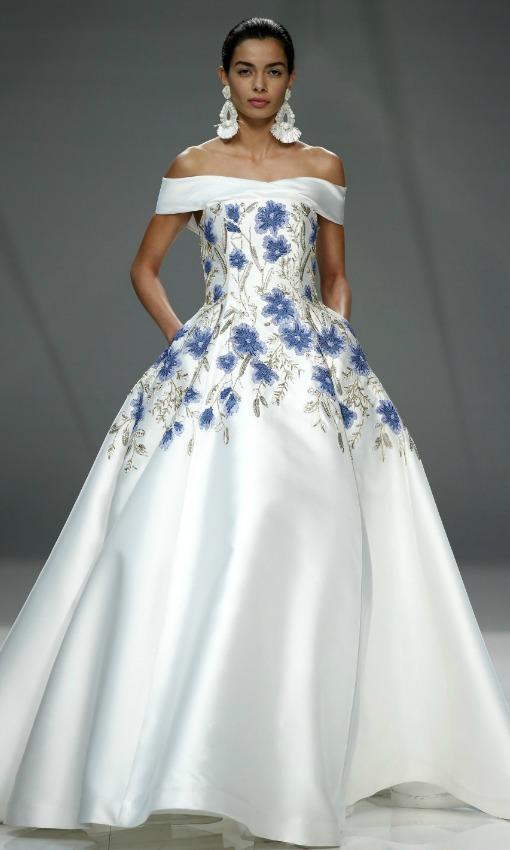 Vestido de novia con flores azul