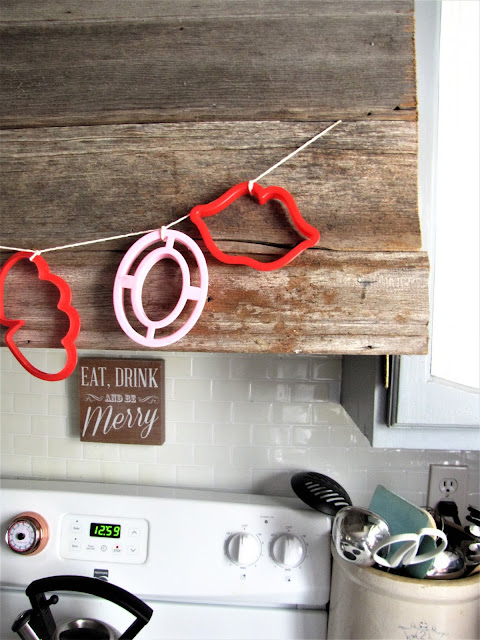 cookie cutter valentines day garland