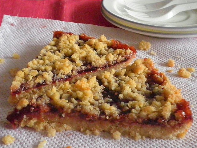 Blackcurrant Oat Bars Recipe @ http://treatntrick.blogspot.com