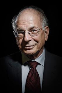 Kahneman est lui aussi un amoureux des sciences de la communication, Ses principales découvertes, sur les anomalies boursières et les biais cognitifs et émotionnels qui les causent, se sont faites en association avec Amos Tversky. Kahneman, expert en psychologie cognitive et Tversky, expert en psychologie mathématique, développent ensemble des applications des mathématiques à la psychologie et l'économie.