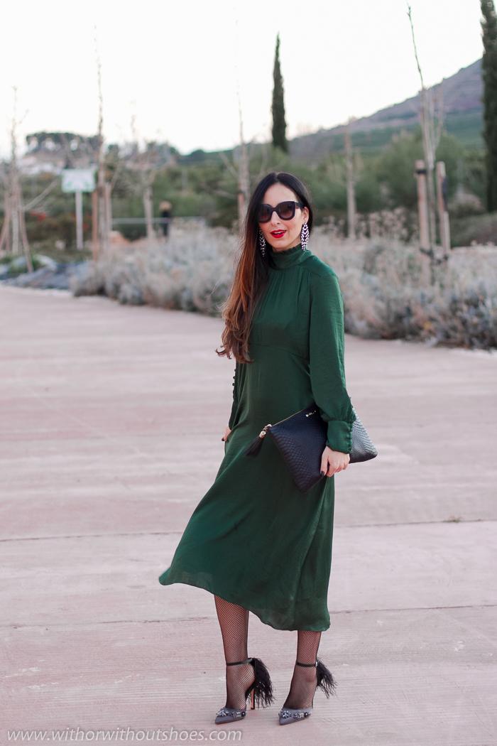 Influencer blogger ideas outit fiesta bautizo celebraciones con vestido largo abrigo pelo sandalias joya plumas