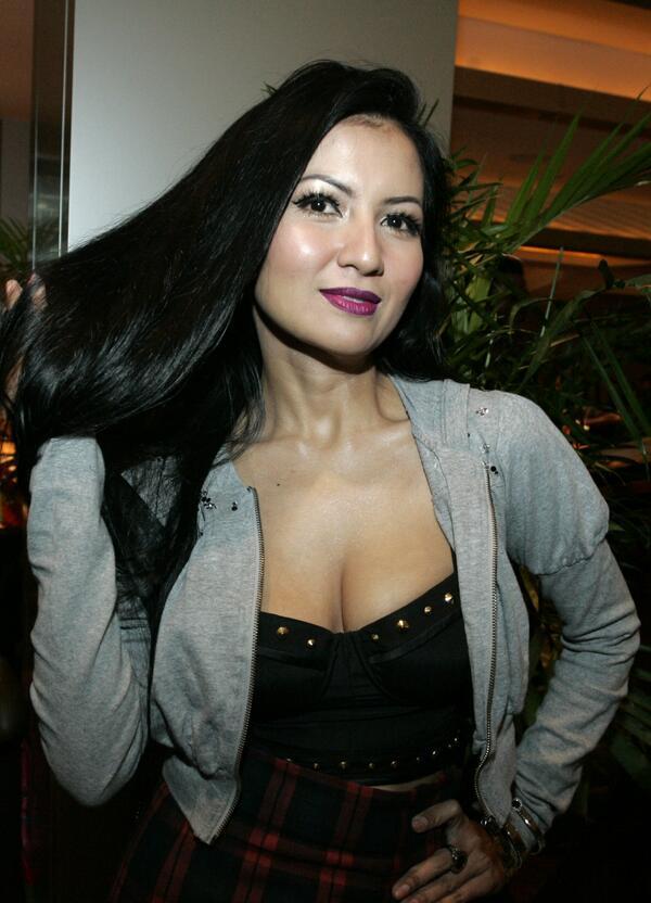 10 artis cantik indonesia dengan ukuran bra super besar