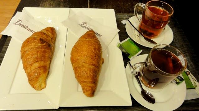 NS Spoordeelwinkel Delifrance croissant en thee