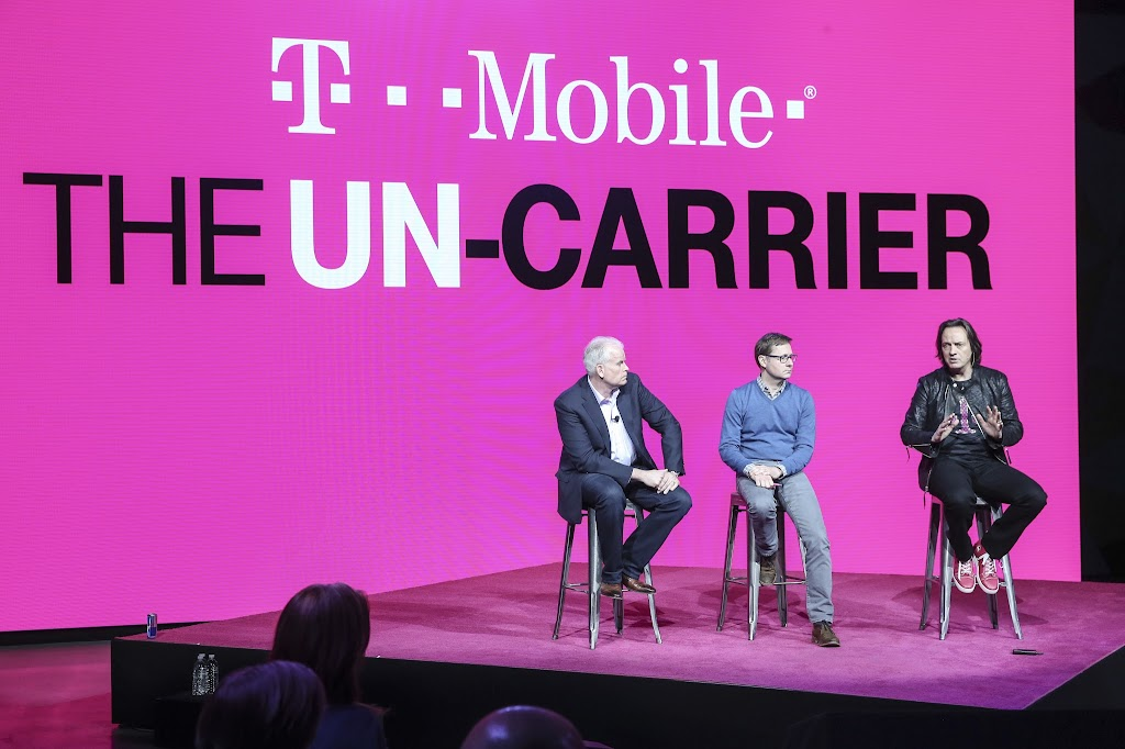 美國傳統企業併購熱潮?! T-Mobile、美第2大衛星電視商Dish尋求合併