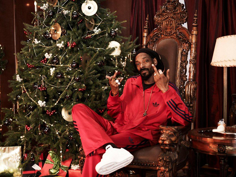 mariposa Jane Austen ficción  If It's Hip, It's Here (Archives): Adidas Launches Christmas Campaign With  Snoop as Scrooge and An Interactive Facebook App That Lets You Un-Scrooge  Yourself.