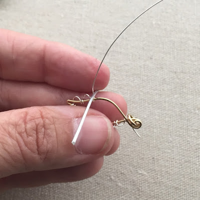 Learn to make this wire leaf with scallop edge - from a free tutorial at Lisa Yang's Jewelry Blog