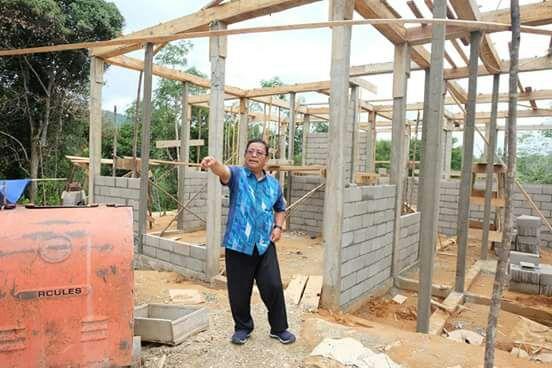 Terakhir usai ninjau pembangunan kantor desa dan rumah guru, Bupati melihat kondisi sekolah dasar negeri 22 pantok. setiba di SDN 22 pantok, Bupati melihat beberapa dek yang kondisinya sudah rusak. Begitu juga dengan lantai sekolah. Ada beberapa lantai yang sudah berlobang, ada juga dinding skat kelas yang sudah jebol.