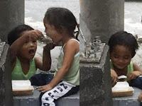 Mengharuhkan !!! Dapat Satu Porsi Makanan Dari Tamu Resto, Bocah Laki-laki ini Lantas Melakukan Hal ini ..