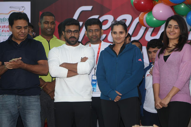 10K Run 2016 at Neklace Road in Hyderabad Photos