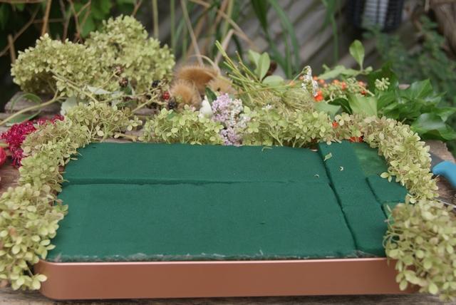 Hortensien in Oasis-Steckmasse stecken