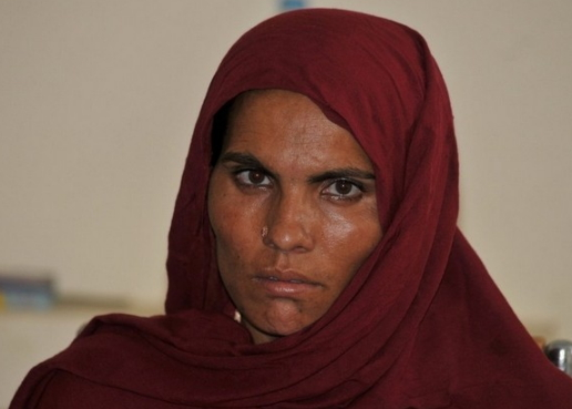 woman pours acid lover pakistan