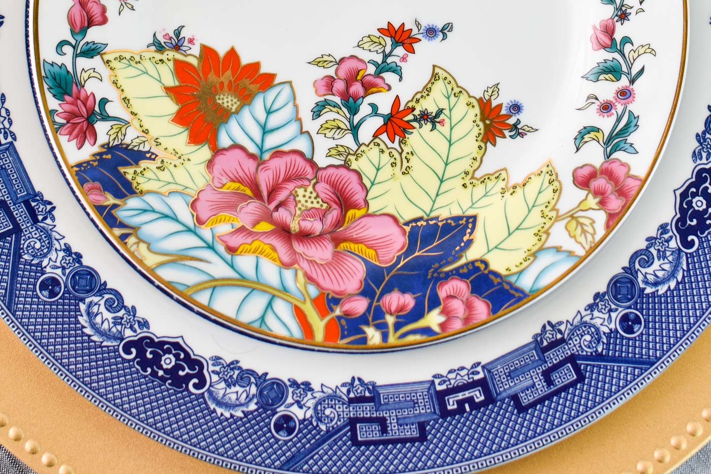 A guide to all things tobacco leaf china and decor- such a gorgeous and timeless chinoiserie pattern for dinnerware and antique lovers.