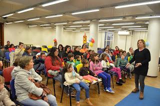 Actividades infantiles en la Biblioteca Nacional del Uruguay.  Narración de cuentos . Raquel Silvetti . Raquel Silvetti