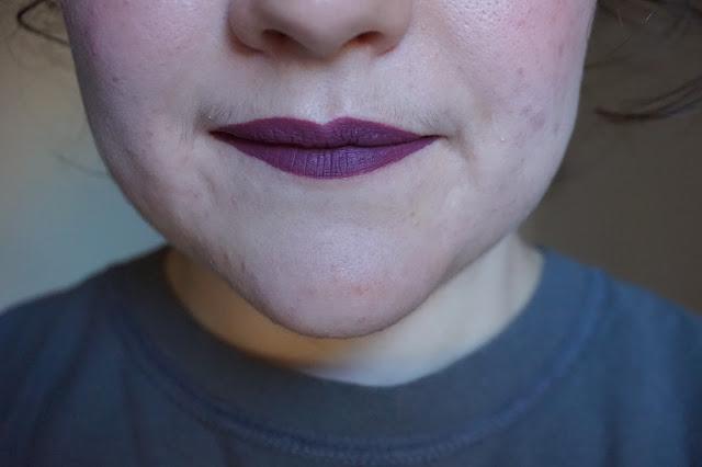rouge-a-lèvres-violets-revue-avis-swatches-jinx-lime-crime