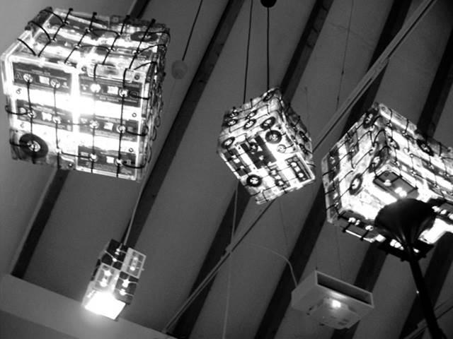 lampu kaset digantung