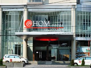 Gambar tampak depan @Hom Hotel