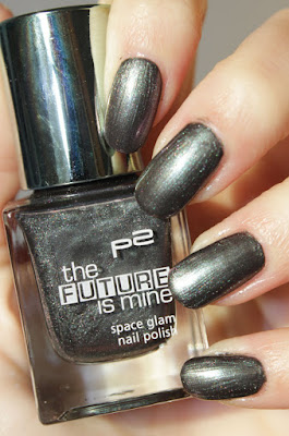 http://lacquediction.blogspot.de/2016/01/p2-future-is-mine-nagellacke-review.html