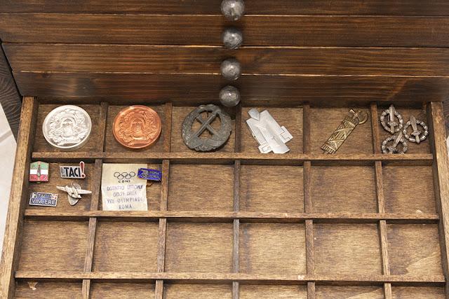 costruzione monetiere mobile porta monete medaglie  Building cabinet coin