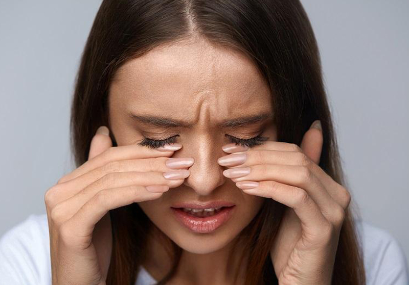 How to stop my eyes from tearing and burning when wearing makeup