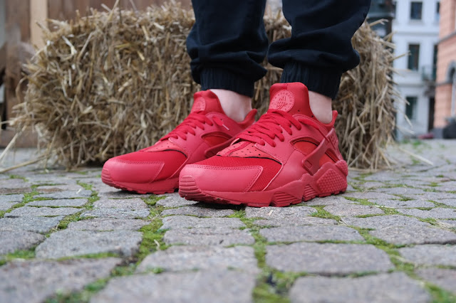 FOOT LOCKER WEEK OF GREATNESS – NIKE HUARACHE ALL RED IM CLOSER LOOK