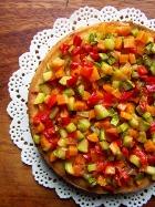 Torta salata ai peperoni con zucchine e carote