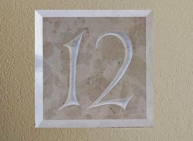 plaque de porte num ro de rue quoi de neuf initiales. Black Bedroom Furniture Sets. Home Design Ideas