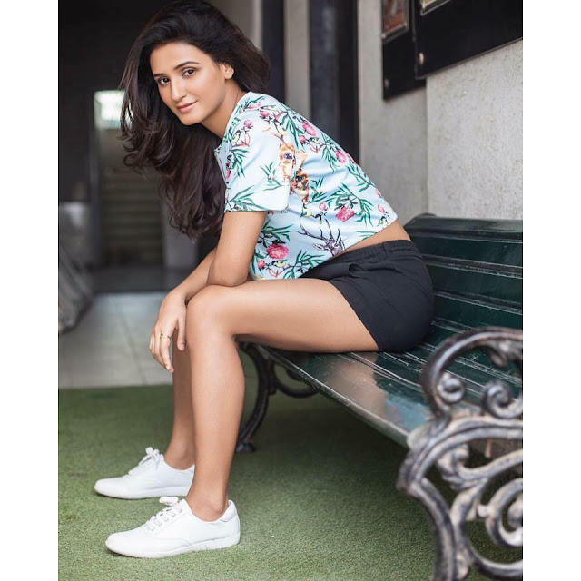 Shakti Mohan Wiki,hot dance,Sisters,Age,Boyfriend,Husband,Dance academy,Relationship,Family