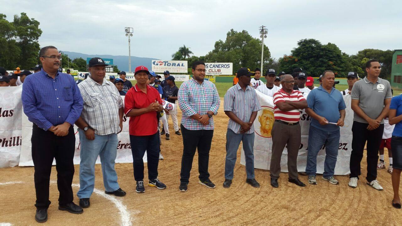 Liga Barahona Beisbol Club inaugura su 4to torneo dedicado al campeón mundial de gimnasia Audrys Nin Reyes.